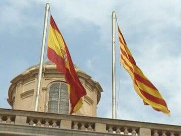 La bandera española junto a la catalana