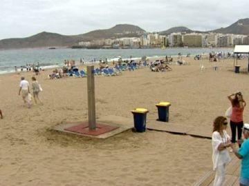Ya ondean las 38 banderas azules en las playas canarias