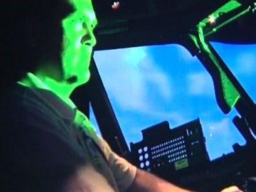 Un piloto es cegado por un láser