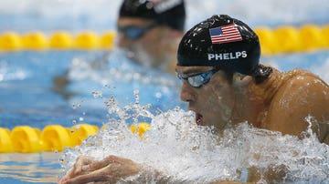 Phelps nada a braza por delante de Lochte