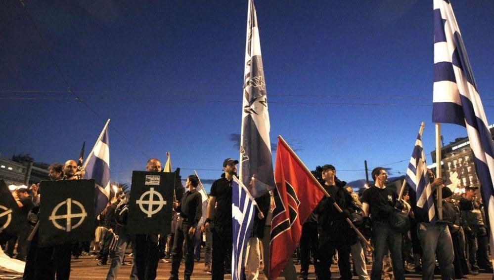 Manifestación del partido neonazi Amanecer Dorado en Grecia