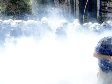 """Erdogan desaloja brutalmente a los """"terroristas"""" de la plaza Taksim de Estambul"""