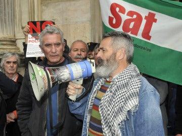 Sánchez Gordillo junto a Diego Cañamero, a la salida del Tribunal Superior de Justicia de Andalucía.