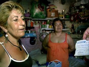 Lola explica que deben pagar para entrar en la cárcel