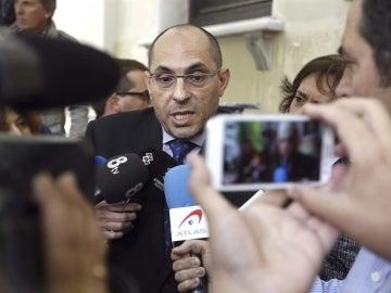 Elpidio José Silva declara a la salida de los juzgados.