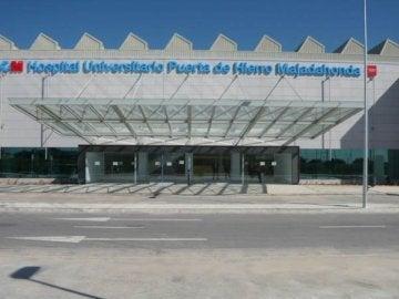 Fachada principal del hospital Puerta de hierro