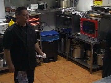 Ramón se cabrea con los cocineros
