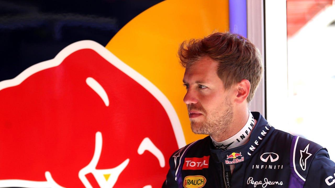 Sebastian Vettel, en el box de Red Bull en Montmeló