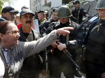 Los tiros en el este de Ucrania empañan las celebraciones del 'Día de la victoria'
