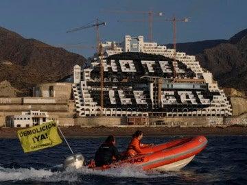 Acción de Greenpeace en 'El Algarrobico'