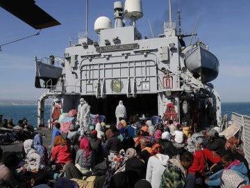 Ascienden a 17 muertos y decenas de desaparecidos en el naufragio cerca de Lampedusa