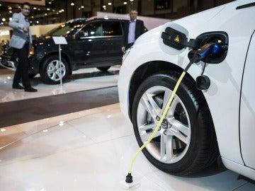 Detalle de un coche eléctrico en la Feria del Automóvil de Madrid.
