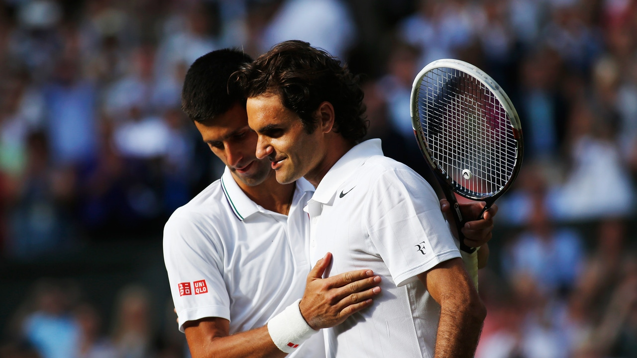 Novak Djokovic y Roger Federer, en la final de Wimbledon 2014