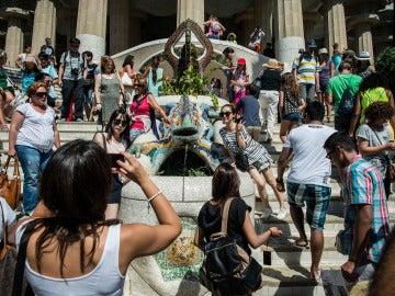 Turistas en el Parque Güell, en Barcelona