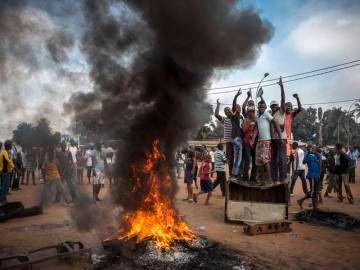 Fotografía de William Daniels, segundo premio en repottajes sobre noticias generales. Disturbios en Bangui, República Centroafricana