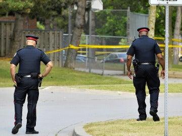 Dos agentes de policía en Canadá