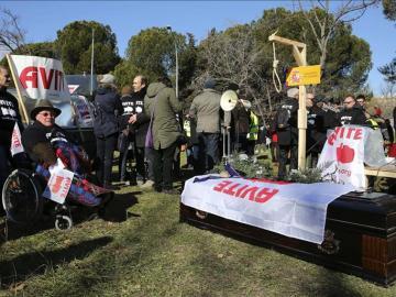 Los afectados por la Talidomida exigen justicia ante La Moncloa