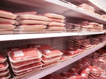 Carne picada en un supermercado.