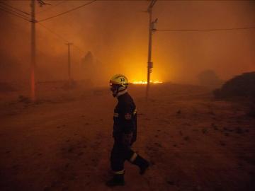 Decretan el estado de emergencia en Valparaíso y Viña del Mar por un gran incendio