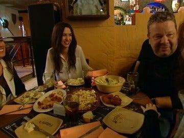 Las clientas hablan del trato de los camareros en 'La Corte'