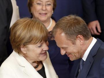 El presidente del Consejo Europeo, Donald Tusk y Angela Merkel