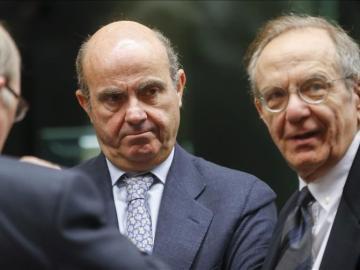Luis de Guindos y su homólogo italiano, Pier Carlo Padoan