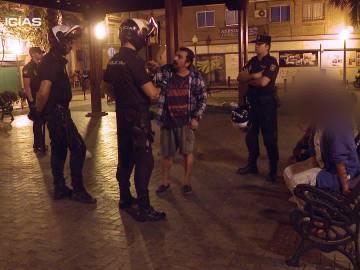 """Los agentes intervienen en una pelea en Alicante: """"Yo lo mato y luego me pongo las esposas para que me detengáis"""""""