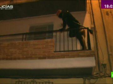 """Los agentes de 'Policías en acción' acuden a la llamada de un vecino: """"Están robando o son okupas"""""""
