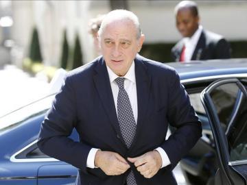 El ministro español de Interior, Jorge Fernandez Diaz, llega a la cumbre de emergencia de seguridad