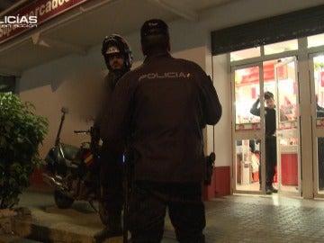 La Policía busca a los sospechosos de un atraco a un supermercado