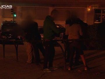 Los 'Policías en acción' intentan resolver una pelea callejera