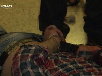 Un hombre se autolesiona y se queja de los 'Policías en acción'