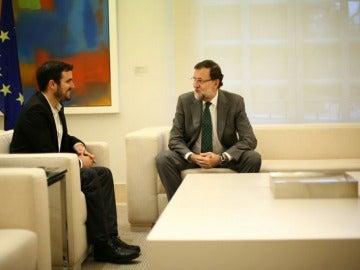 Alberto Garzón se reúne con Mariano Rajoy en La Moncloa