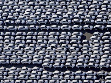 Vista aérea del estacionamiento de automóviles