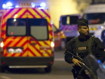 Policía haciendo guardia en Francia