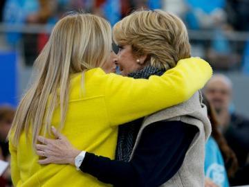 Cristina Cifuentes y Esperanza Aguirre en un mitin del PP