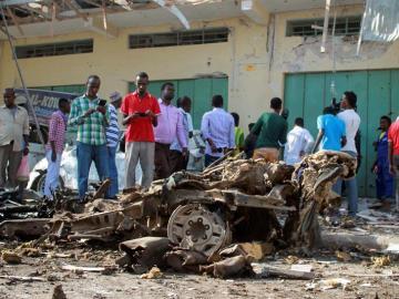 Restos del ataque con coche bomba en Somalia