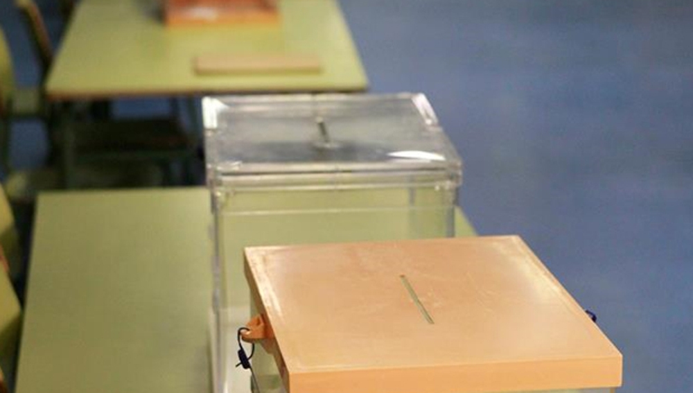 Varias urnas vacías