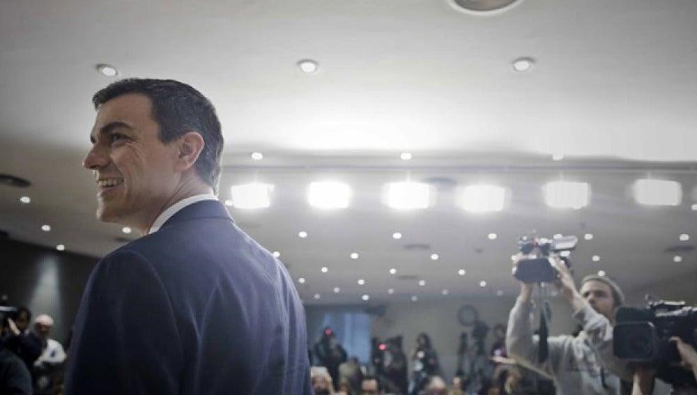 Pedro Sánchez tras su rueda de prensa en el Congreso
