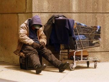 Imagen de archivo de una persona sin hogar