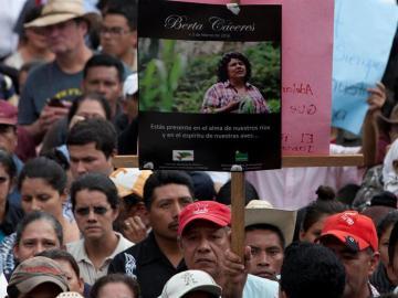 Masivo funeral por Berta Cáceres, la activista indígena hondureña asesinada