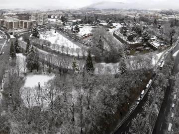 Parque 'la Taconera' en Pamplona cubierto de nieve