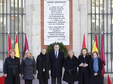 Mariano Rajoy, junto a Cristina Cifuentes, Manuela Carmena y asociaciones de víctimas