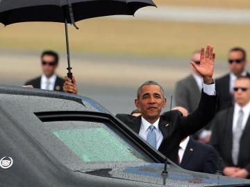 Obama saluda a su llegada a cuba