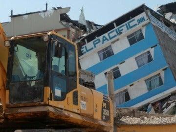 Escombros tras el terremoto en Ecuador
