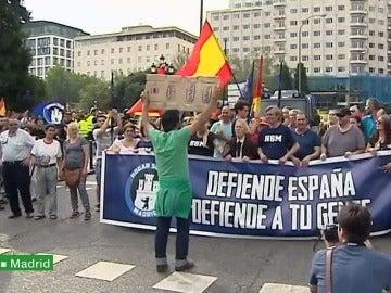 Un ciudadano se encara a los fascistas en Madrid