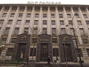 Vista exterior de la sede del banco francés BNP Paribas, en París