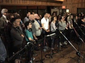 Frame 19.600844 de: Estrellas de Broadway graban una versión de 'What the World needs now is love' en homenaje a las víctimas de la tragedia de Orlando