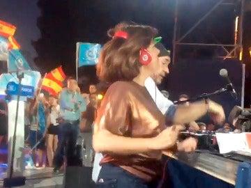 Soraya Sáenz de Santamaría bailando 'la gozadera'