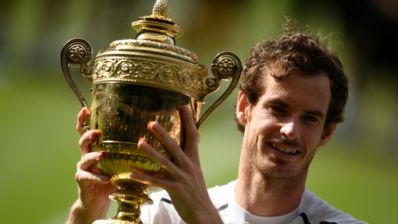 Andy Murray posa con su segundo Wimbledon
